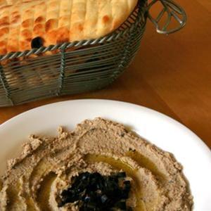 Hummus de oliva mediterráneo