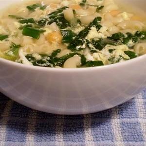 Sano y atractivo: Receta italiana de sopa de huevo y huevo