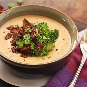 Receta de sopa de patata al horno vegana enteramente cargada