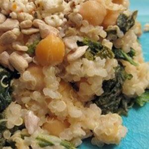 Quinua con verdes de mostaza y receta de garbanzos
