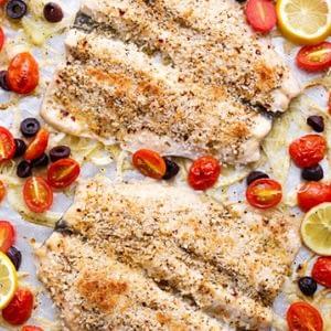 Recetas de trucha mediterránea al horno con aceitunas, hinojo y tomates