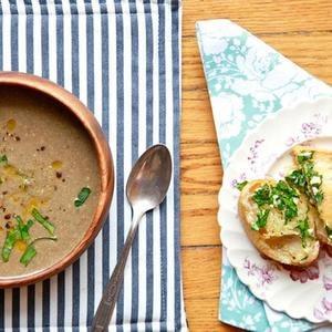 Crema vegana de sopa de champiñones Ahora ya no es tan pan de hierbas veganas