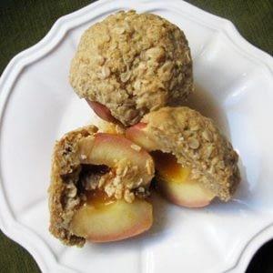 Brunch del domingo: manzanas al horno rellenas de ron con receta de avena y crumbl