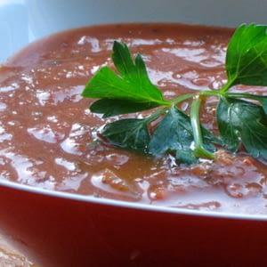 Sopa De Tomate Con Ajo Asado Y Hierbas