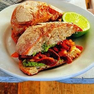 sandwich-de-carne-roja-animada-vegana-torta-ahogada.jpg