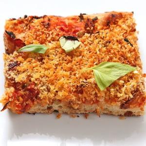 pizza-pan-sencilla-con-tomates-secados-al-sol-cebolla-caramelizada-aceitunas-y-pan-rallado-vegan-receta.jpg