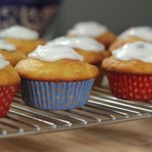 Cupcakes de limón flaco con glaseado de llovizna