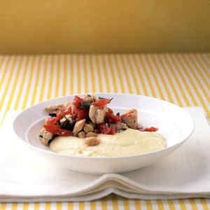 Guiso de pollo mediterráneo con polenta cremosa