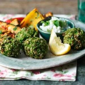 Falafel bajo en carbohidratos con verduras asadas