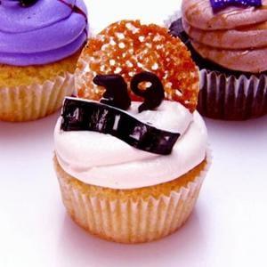 magdalenas-vegan-creme-brulee-buttercilk-cupcakes.jpeg